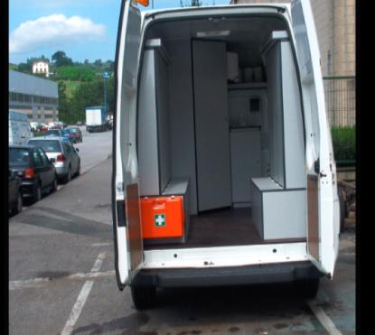 Furgoneta equipada para uso como vestuario móvil