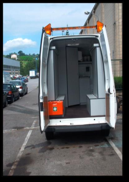 Aldagela mugikor gisara erabiltzeko hornituriko furgoneta