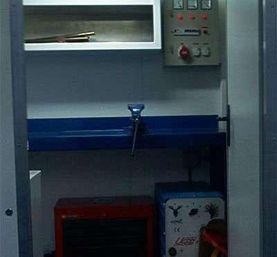 equipo-de-mantenimiento-caja-con-paneles-tipo-sandwich 2