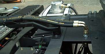 Lanza giratoria con latiguillos hidráulicos de presión y retorno a depósito