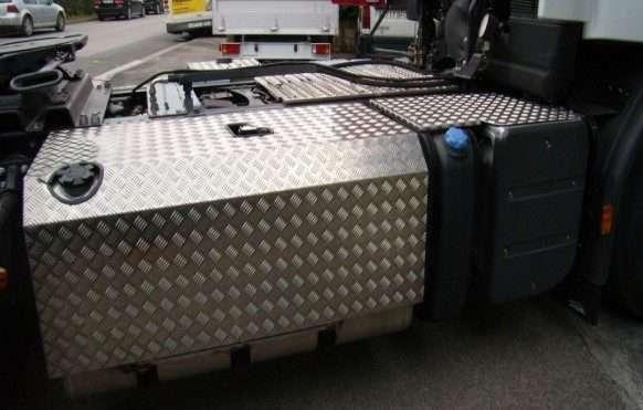 Protections en aluminium pour réservoir et châssis 2